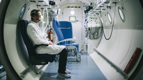 Ces médecins soignent leurs patients dans un sous-marin